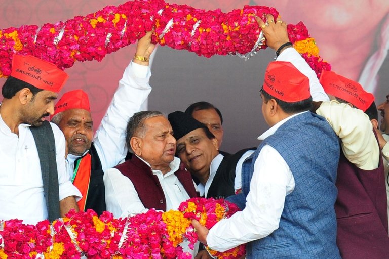 <p>Samajwadi party leader Mulayam Singh Yadav (3L) is greeted with a garland by his party's leaders in Allahabad on March 2, 2014.</p>