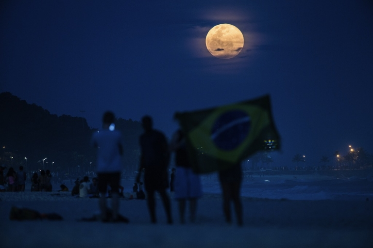 <p>The supermoon rises at Ipanema beach in Rio de Janeiro, Brazil, on Aug. 10.</p>