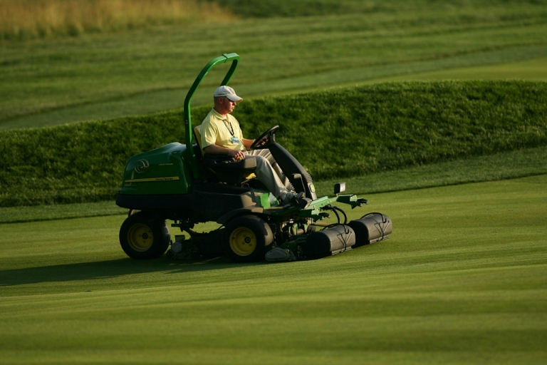 <p>Members of the grounds crew operate mowers during the 107th U.S. Open Championship at Oakmont Country Club on June 13, 2007.</p>