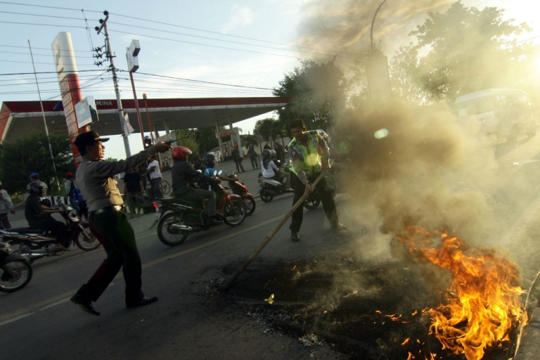 <p>Indonesian demonstrators burn tires on June 17, 2013 during a protest against a fuel price hike.</p>