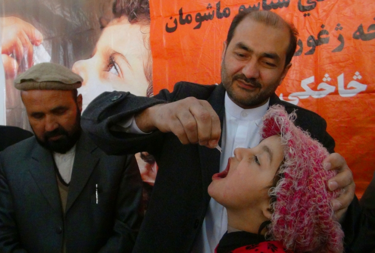 <p>An Afghan health worker administers polio vaccine drops to a child during the first day of a vaccination campaign in Jalalabad, Nangarhar province on December 29, 2013. Polio, once a worldwide scourge, is endemic in just three countries now - Afghanistan, Nigeria and Pakistan.</p>