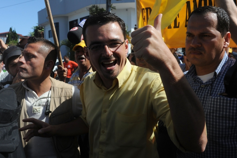 <p>Leftist Costa Rican presidential candidate Jose Maria Villalta (C) waves to supporters after voting in the country's presidential election on Feb. 2, 2014.</p>
