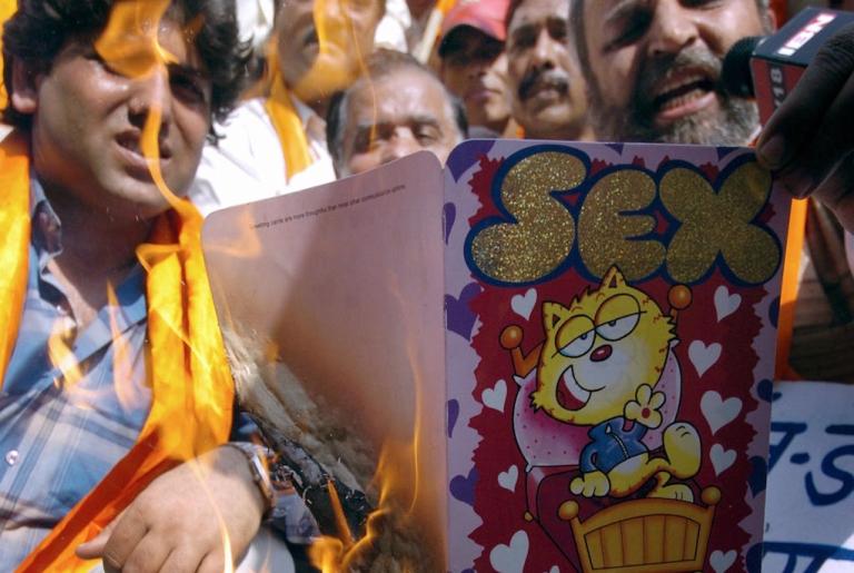 <p>Hindu fundamentalists burn Valentine greetings cards in New Delhi in 2006.</p>