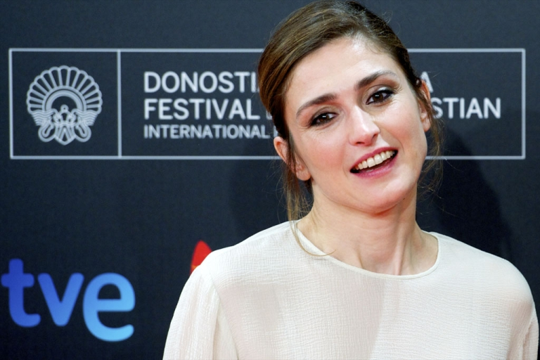 <p>French actress Julie Gayet attends the