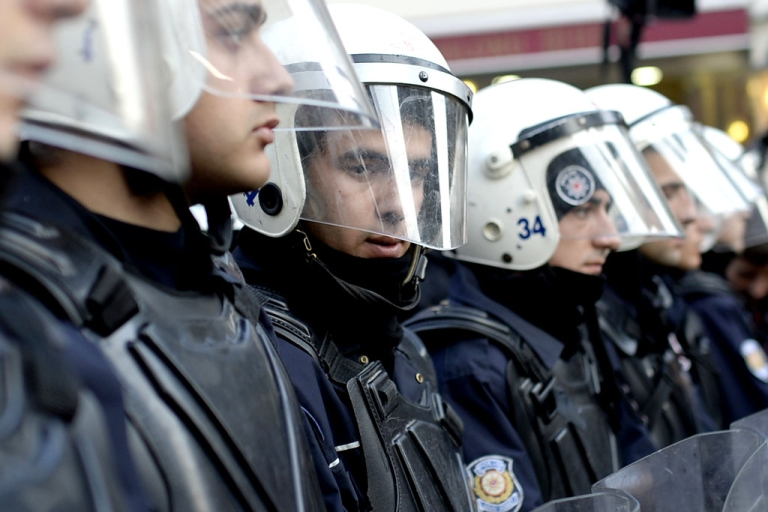 <p>The Turkish government has fired 350 police officers in Ankara, local media reported on January 7, the latest twist in a vast corruption scandal that has ensnared key allies of Prime Minister Recep Tayyip Erdogan.</p>