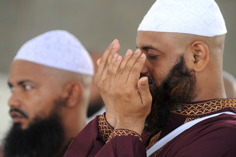 <p>Muslim pilgrims pray to God after they threw pebbles at pillars during the 2nd day of