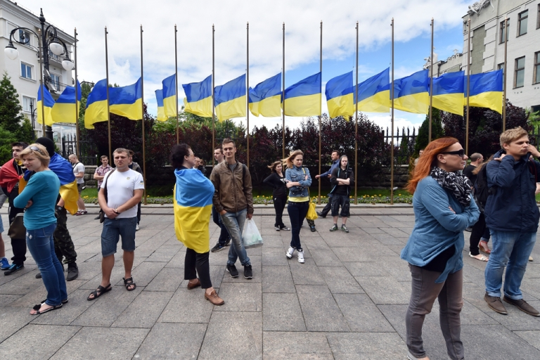 <p>Half-mast Ukrainian flags in front of the Ukrainian president's residence during a rally in Kyiv, June 15, 2014.</p>