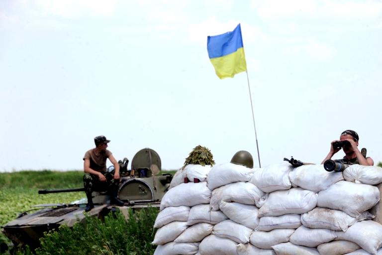 <p>Ukrainian forces guard a check-point near the eastern Ukrainian city of Amvrosievka, Donetsk region, on June 7, 2014.</p>