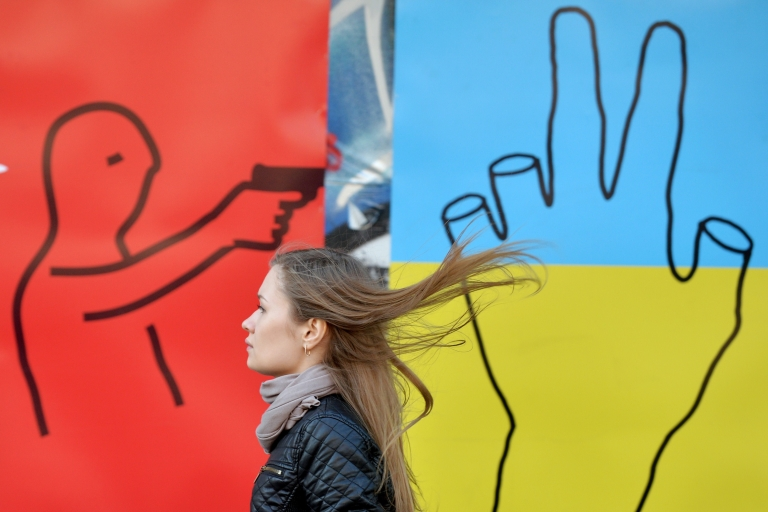 <p>Will sanctions avert escalation? An anti-war mural in central Kyiv.</p>