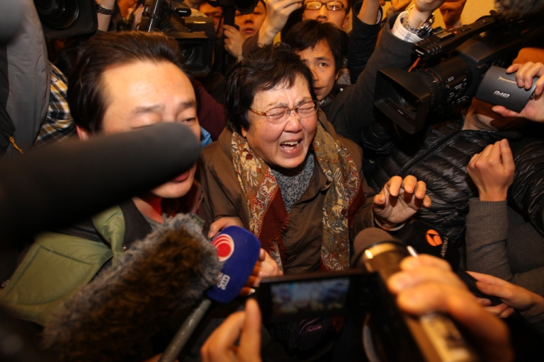 <p>A relative of a passenger onboard Malaysia Airlines flight MH370 cries at Lidu Hotel on March 8, 2014 in Beijing, China.</p>