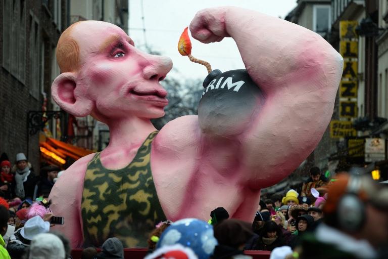 <p>Putin flexes a bomb reading