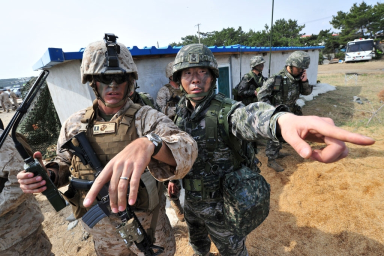<p>South Korean (R) and US (L) Marines gesture to a point during a joint landing operation by US and South Korean Marines in Pohang, southeast of Seoul, on March 31, 2014.</p>