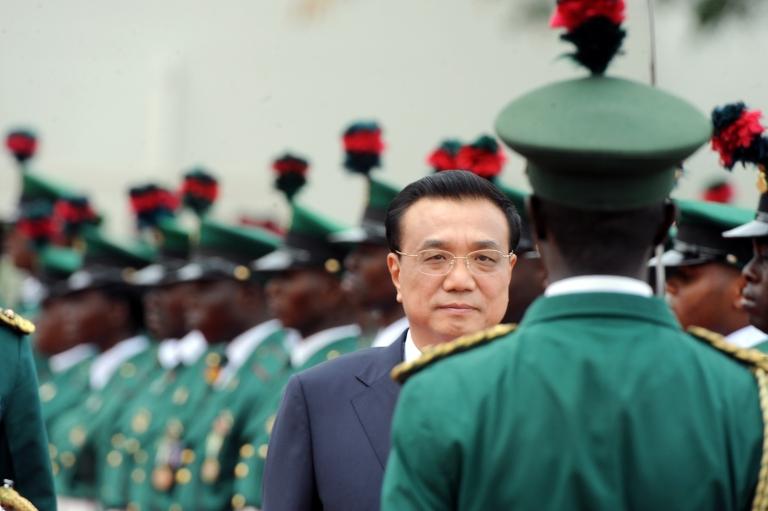 <p>Chinese Prime Minister Li Keqiang reviews an honour guard at the presidential villa in Abuja, Nigeria.</p>
