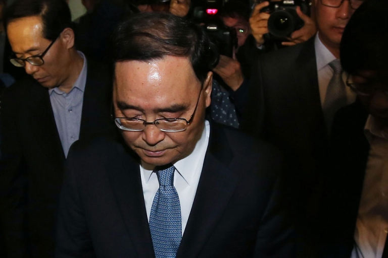 <p>South Korean Prime Minister Chung Hong-Won leaves from the Central Government Complex on April 27, 2014 in Seoul, South Korea.</p>