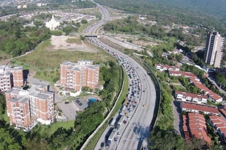 <p>Traffic in El Salvador seen from a news drone.</p>