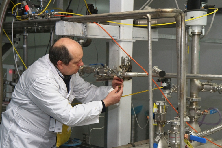 <p>An unidentified International Atomic Energy Agency (IAEA) inspector disconnects the connections between the twin cascades for 20 percent uranium production at nuclear power plant of Natanz, as Iran halted production of 20 percent enriched uranium according to the terms of an interim deal with world powers on its disputed nuclear program.</p>