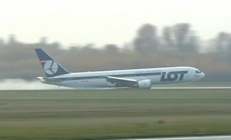 <p>This screengrab shows a plane landing in Warsaw with no wheels on November 1, 2011.</p>