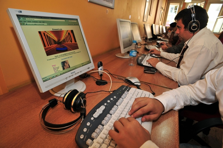 <p>Computer users are pictured in an internet cafe in Istanbul on September 3, 2009 where governmental censorship has banned websites including the video sharing site YouTube. Prohibited since 2007 YouTube remains in the top five most visited internet sites in Turkey.</p>
