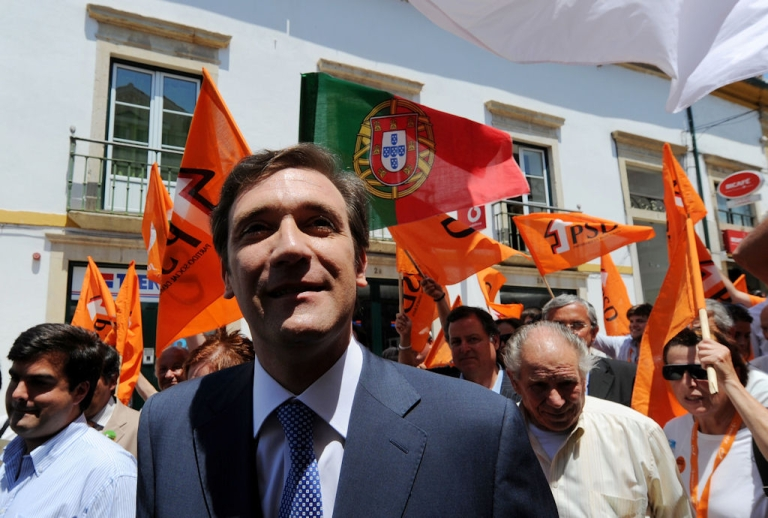 <p>Pedro Passos Coelho, leader of the center-right Social Democratic Party (PSD), campaigns in Tomar, central Portugal, on May 23, 2011.</p>