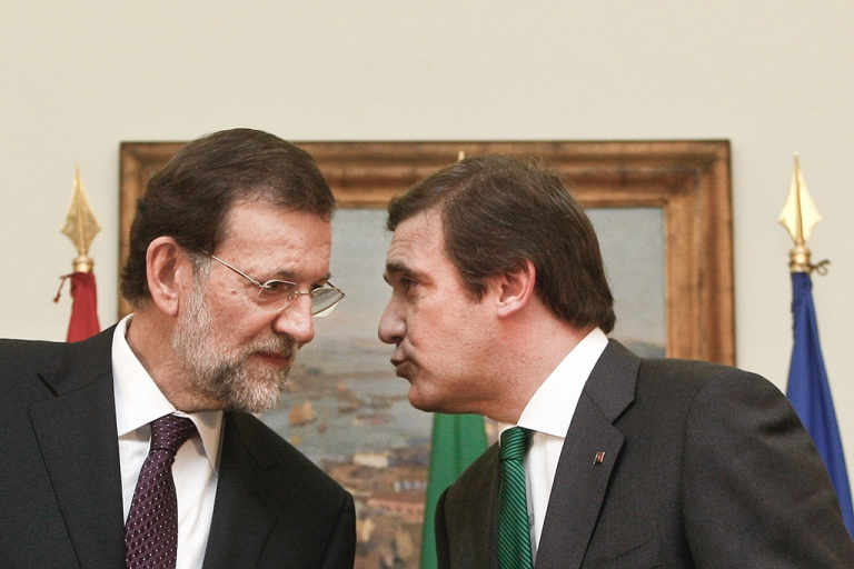 <p>Things are really rough all over the Iberian peninsula as Portugal's Prime Minister Pedro Passos Coelho (R) seems to be telling his Spanish counterpart Mariano Rajoy.</p>