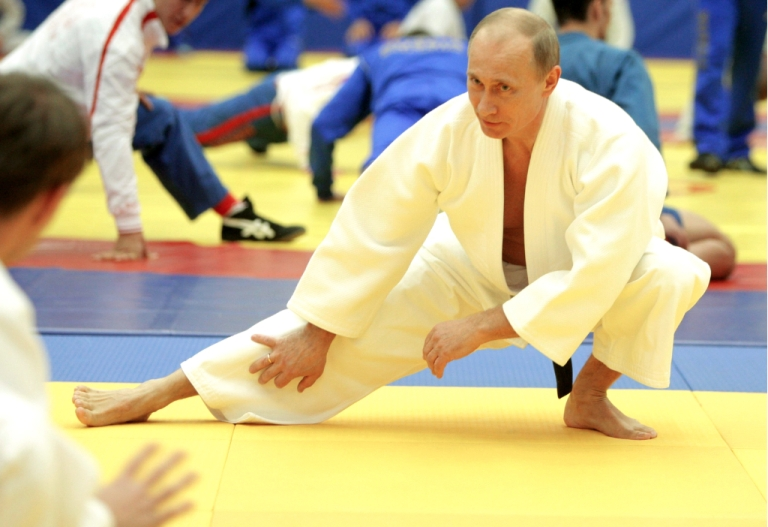 <p>Russia's Prime Minister Vladimir Putin takes part in a judo training session at the 'Moscow' sports complex in St. Petersburg, on December 22, 2010.</p>
