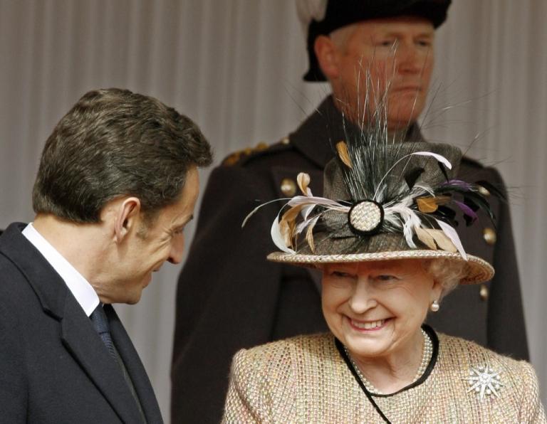 <p>Queen Elizabeth II (R) speaks with French President Nicolas Sarkozy in Windsor, west of London, on Mar. 26, 2008.</p>