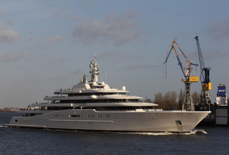 <p>A yacht fit for an oligarch, Roman Abramovich's 557 footer Eclipse cost $300 million.  How big and how much should a Queen's yacht be?  A question raised today in Britain.</p>