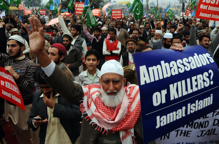 <p>Activists of the Pakistani fundamentalist Islamic party Jamaat-i-Islami (JI) shout slogans during a protest against arrested US national Raymond Davis, in Lahore on Feb. 25, 2011. The CIA contractor, charged with double murder after shooting dead two men in Pakistan, refused to sign a charge sheet in court on February 25 and insisted he had diplomatic immunity, lawyers said. The hearing was adjourned until March 3.</p>