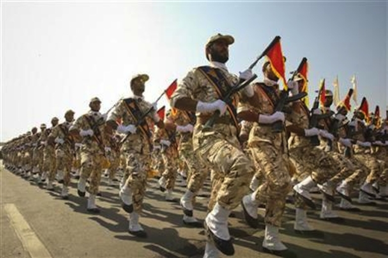 <p>Members of the Iranian revolutionary guard march during a parade to commemorate the anniversary of the Iran-Iraq war (1980-88), in Tehran in this September 22, 2011 file photo.</p>