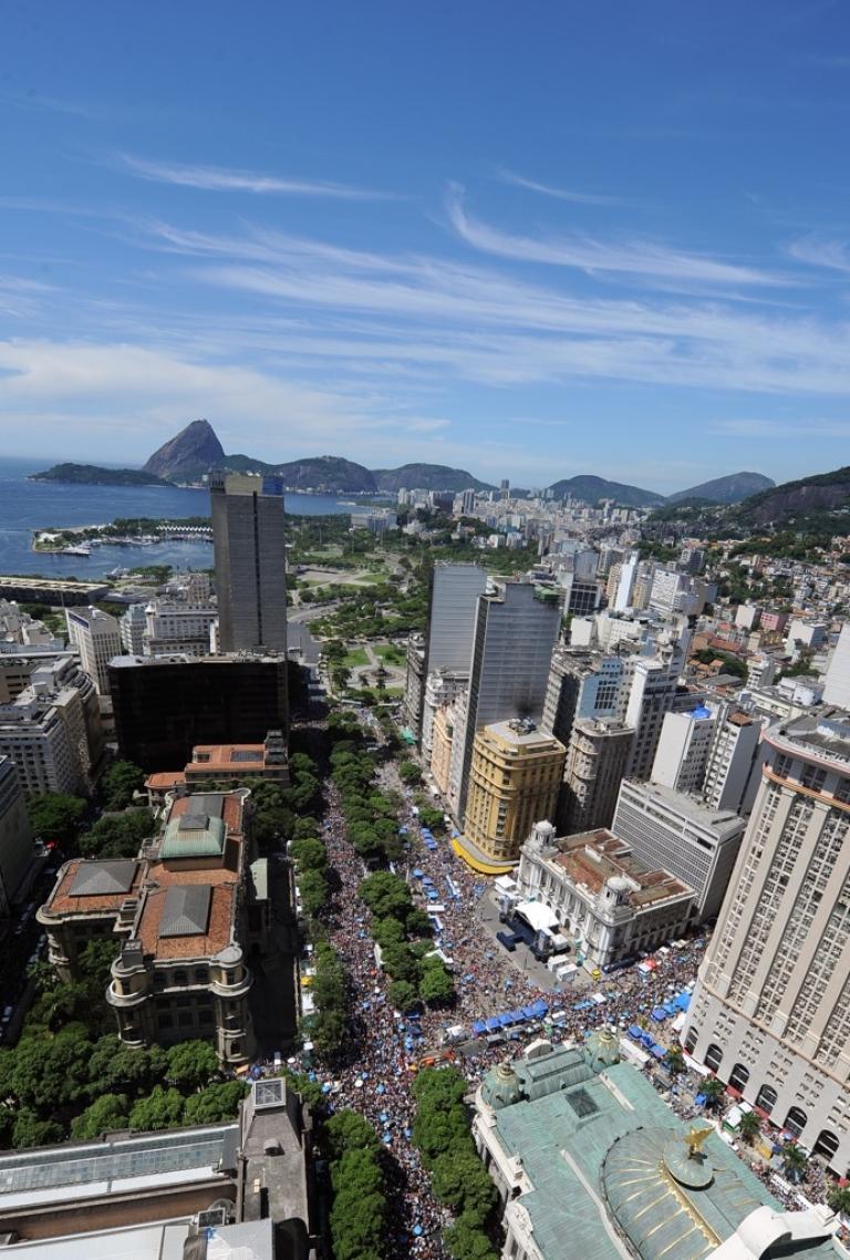 <p>Thousands of revellers take part in the traditional 'Cordao do Bola Preta' carnival band parade along Rio Branco avenue, in downtown Rio de Janeiro on february 18, 2012.</p>