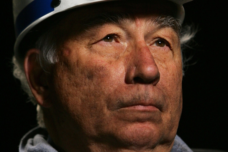 <p>Crandall Canyon Mine co-owner Robert Murray emerges from a mine in August 2007 to report that a second bore hole had reached the vicinity of six coal miners trapped 1,500 feet beneath the surface near Huntington, Utah.</p>