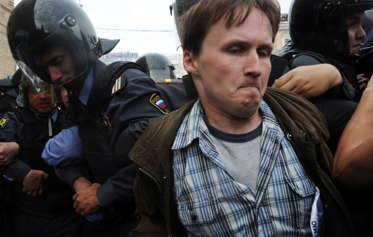 <p>Russian riot police detain an oppostion activist in central Moscow on May 31, 2012.</p>