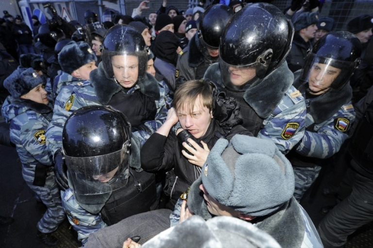 <p>Police officers detain activists of the Other Russia movement who tried to hold an unsanctioned protest outside the central election commission in Moscow, on March 5, 2012.</p>