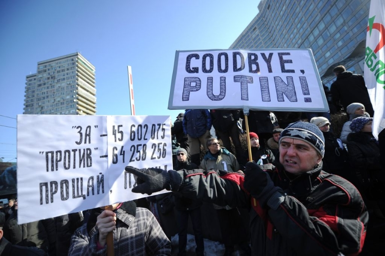 <p>Demonstrators take part in anti-Putin rally in the central Arbat area in Moscow, on March 10, 2012.</p>