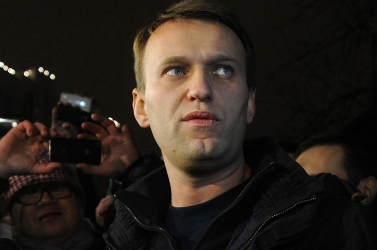 <p>Anti-Kremlin blogger Alexei Navalny speaks to journalists and supporters outside a police station in Moscow, early on December 21, 2011.</p>