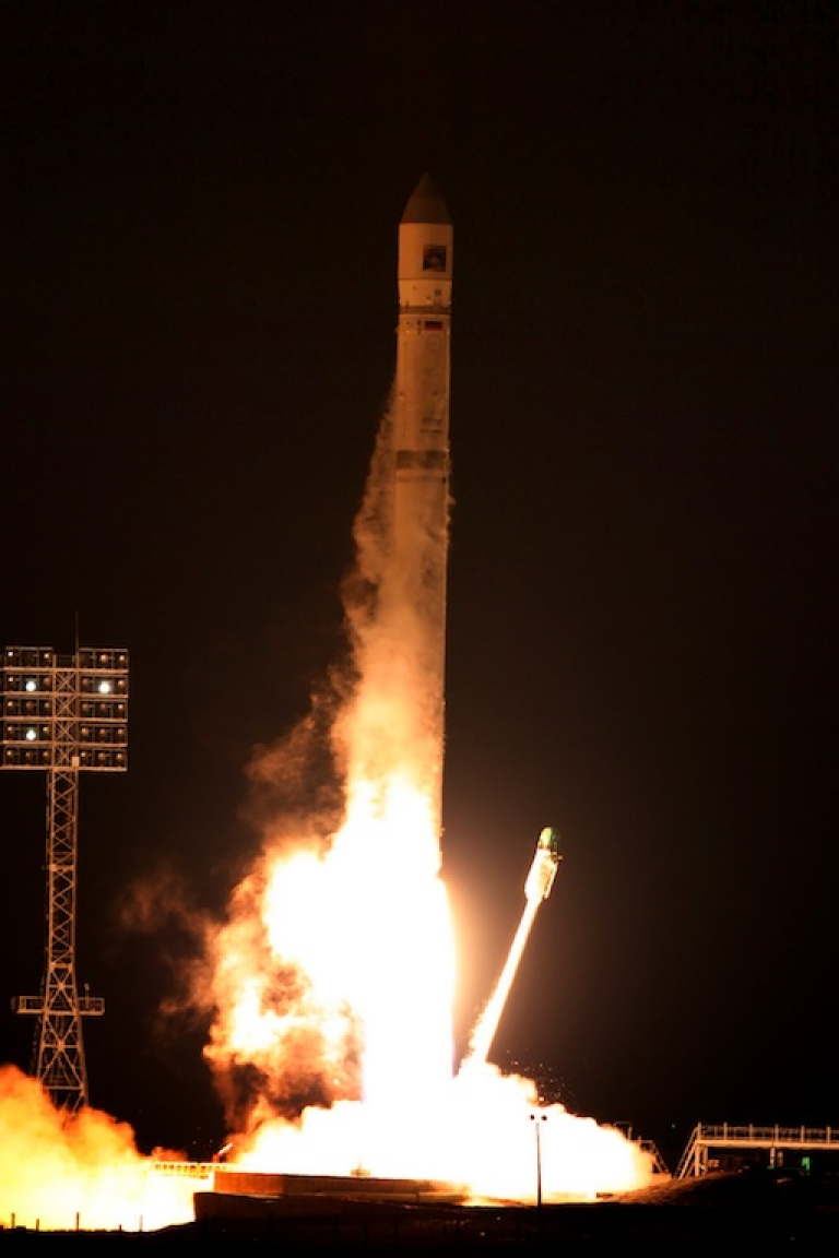 <p>A Zenit-2SB rocket, carrying the Phobos Ground (Phobos –Soil) spacecraft , blasts off from the Russian leased Kazakhstan's Baikonur cosmodrome early on November 9, 2011. The Russia's ambitious mission to bring the first sample of the Martian moon Phobos back to Earth could end up a failure after the probe has failed to switch to a course for Mars, the Russian state space agency said today</p>