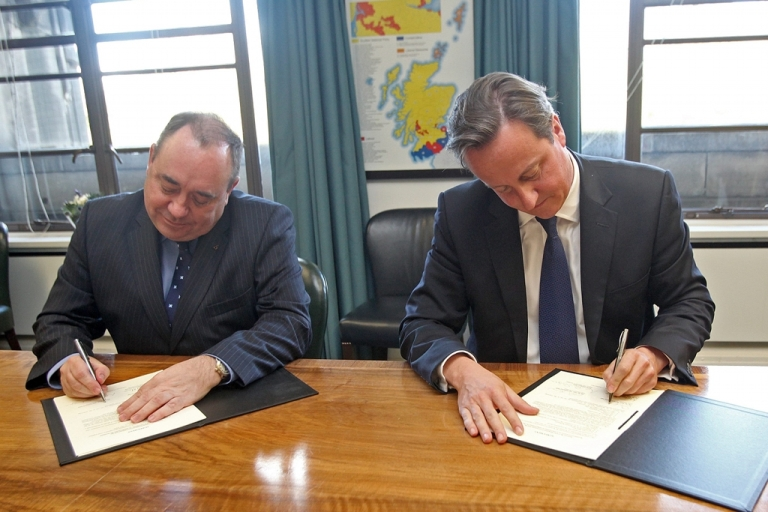<p>Salmond and Cameron on Monday sign an agreement to hold the referendum on Scottish independence.</p>