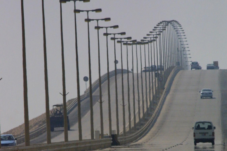 <p>Cars make their way over the King Fahd Causeway that links Bahrain and Saudi Arabia, Oct. 11, 2001.</p>