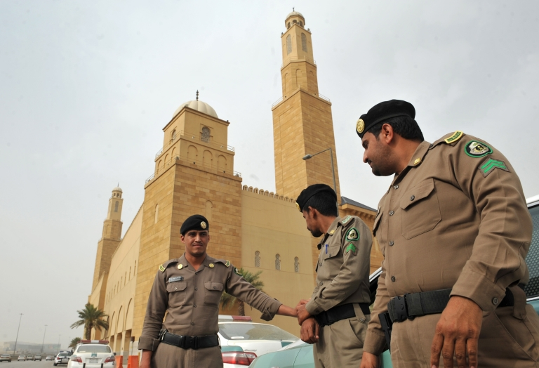 <p>Saudi policemen stand guard in front of Al-rajhi mosque in central Riyadh on March 11, 2011 as Saudi Arabia launched a massive security operation in a menacing show of force to deter protesters from a planned