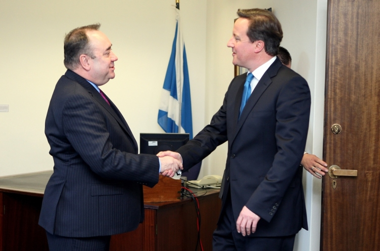 <p>Scotland First Minister Alex Salmond, (left), and British Prime Minister David Cameron, smiling for the cameras.</p>