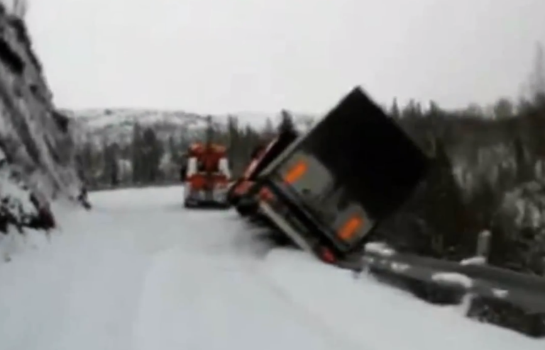 <p>The moment where a lorry slides over a cliff on an icy mountain pass in Norway, dragging its rescue vehicle with it.</p>