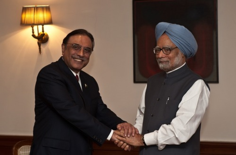 <p>Indian Prime Minister Manmohan Singh (R) shakes hands with Pakistan President Asif Ali Zardari during a meeting in New Delhi on April 8, 2012. President Asif Ali Zardari became the first Pakistani head of state since 2005 to visit South Asian neighbour India, for a one-day trip aimed at building goodwill between the nuclear-armed rivals.</p>