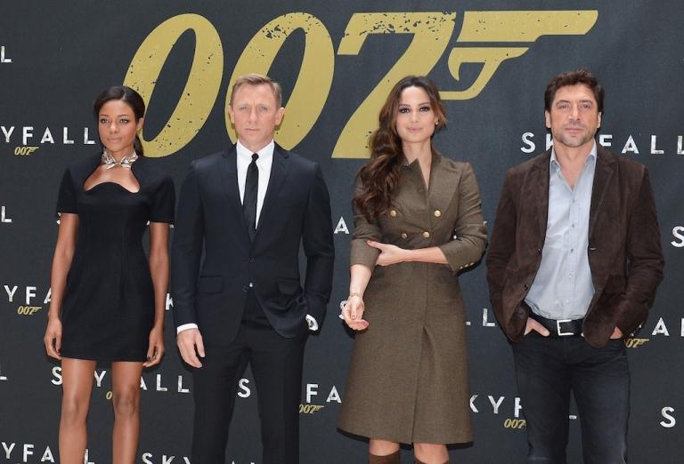 <p>NEW YORK, NY - OCTOBER 15: (L-R) Actors Naomie Harris, Daniel Craig, Bernice Marlohe and Javier Bardem attend 'Skyfall' Cast Photo Call at Crosby Street Hotel on October 15, 2012 in New York City.</p>