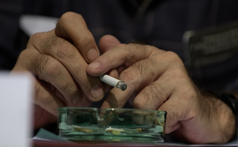 <p>Nowadays in Costa Rica, if you spend time in a bar you might end up leaving smelling like an ashtray. But soon ashtrays could be hard to come by after the sweeping smoking bans take effect.</p>
