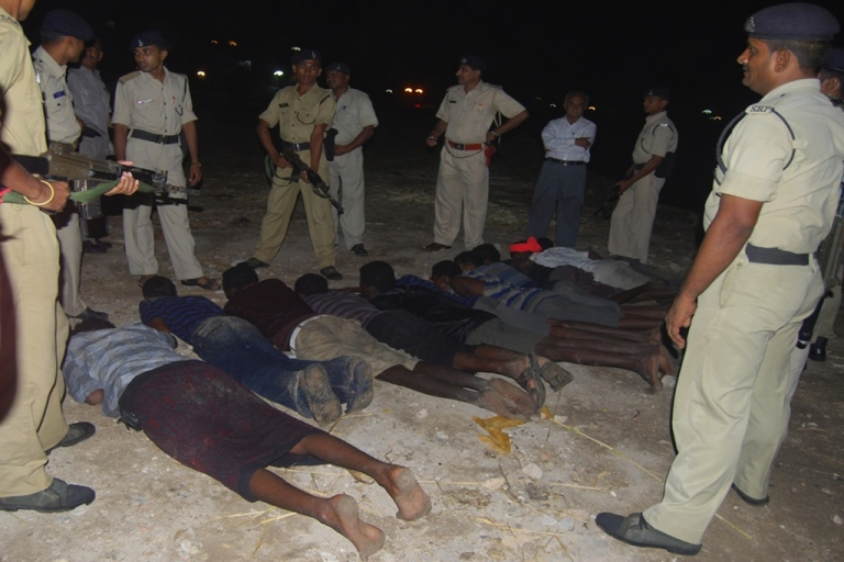 <p>Marine reserve police from the western Indian state of Gujarat guard suspected Somali pirates that arrived on the coast of Dwarka by boat in Jamnagar district in Gujarat state on June 26, 2011.</p>