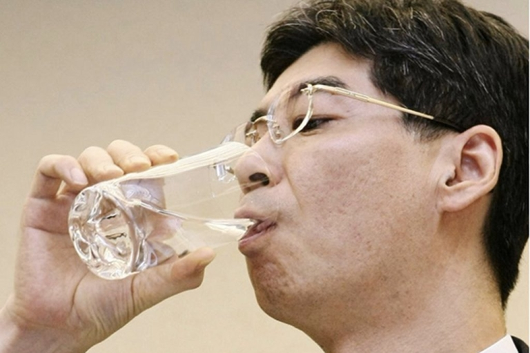 <p>Japan's Parliamentary Secretary for the Cabinet Office Yasuhiro Sonoda drinks a glass of decontaminated water taken from puddles inside the buildings housing reactors 5 and 6 at the Fukushima No. 1 plant on Monday.</p>
