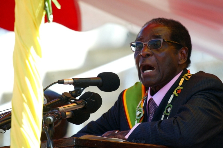 <p>Zimbabwean President Robert Mugabe delivers a speech at a rally to mark the country's 32nd independence anniversary on April 18, 2012 in Harare.</p>