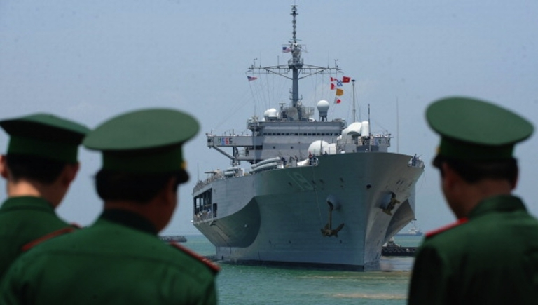 <p>Vietnamese border guards watch the US Seventh Fleet's USS Blue Ridge entering port as Vietnam welcomes the port call of three US naval ships in the central city of Danang on April 23, 2012.</p>