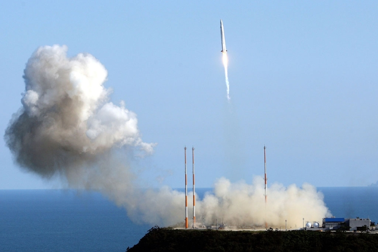 <p>South Korea launches a rocket from Naro space center on August 25, 2009 in Goheung, South Korea.</p>