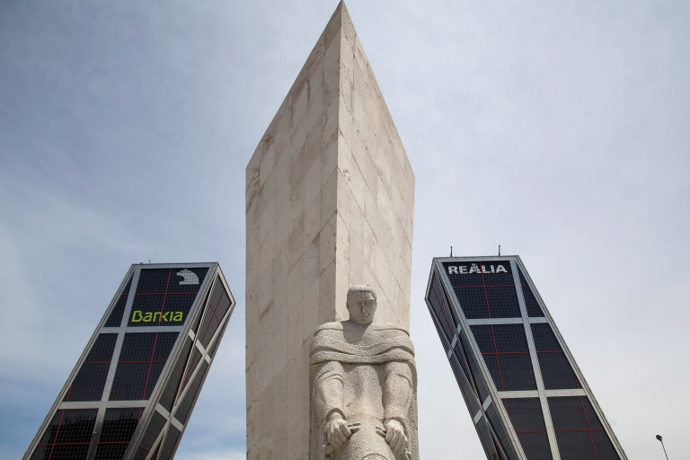 <p>A statue stands at the Kio Towers, headquarters of Bankia in Plaza de Castilla on June 9, 2012 in Madrid, Spain. Prime Minister Mariano Rajoy agreed with euro members Saturday on a 100 billion euro ($125 billion) infusion of capital for Spain's financial sector.</p>